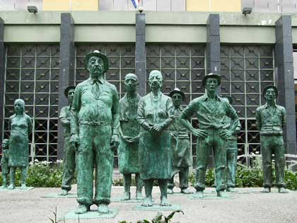 statue_people