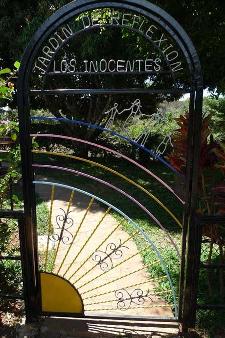 mozote_garden_enter