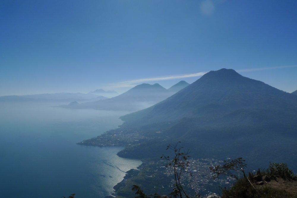 lago_de_atitlan_mountains_guatemala